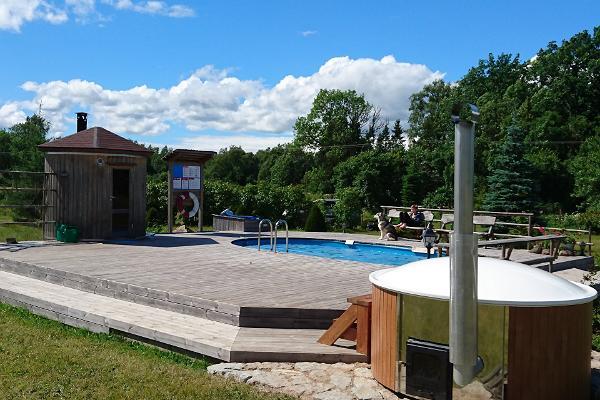 Schwimmbeckenanlage