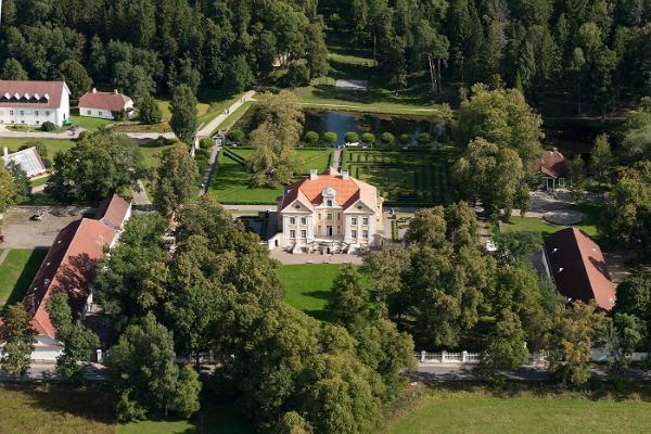 Egenhands biltur från Lahemaa till Tartu genom Sibulatee (Lökvägen): Palmse herrgård
