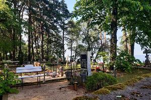 Gammaltroendes kyrkogård i Nina by