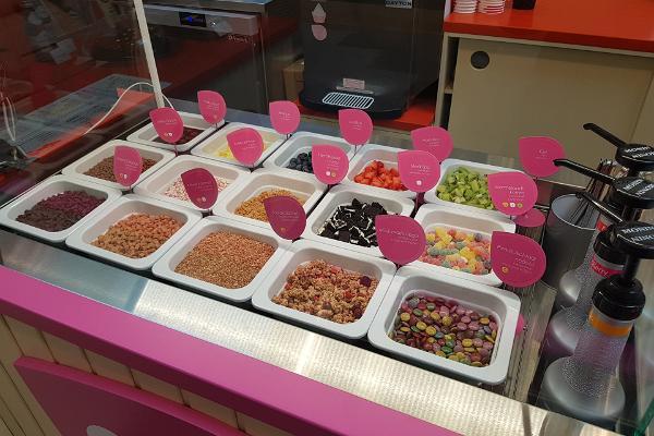 CoffeeIN,YO!Külmutatud jogurt ühiskohvik Rakvere Põhjakeskuses