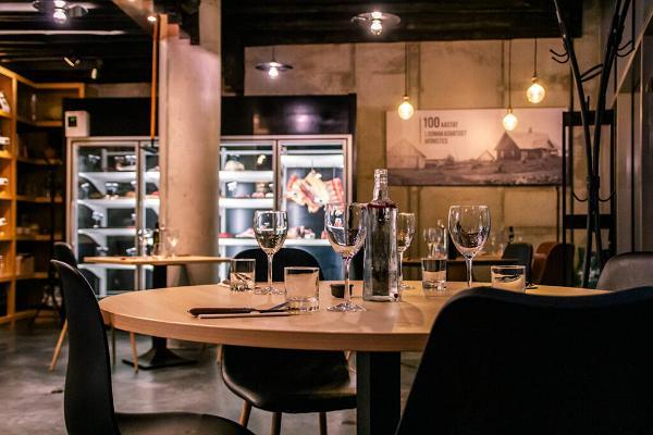 Lihuniku äri ja restoran. siseinterjöör