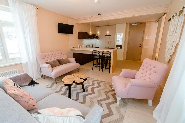 Mere 38 Resto & Apartments