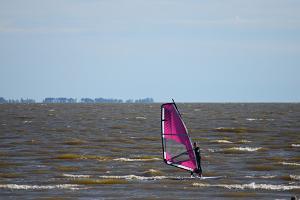Pärnu Surfcentrums vindsurfingkurs i Pärnu och i andra ställen i Estland