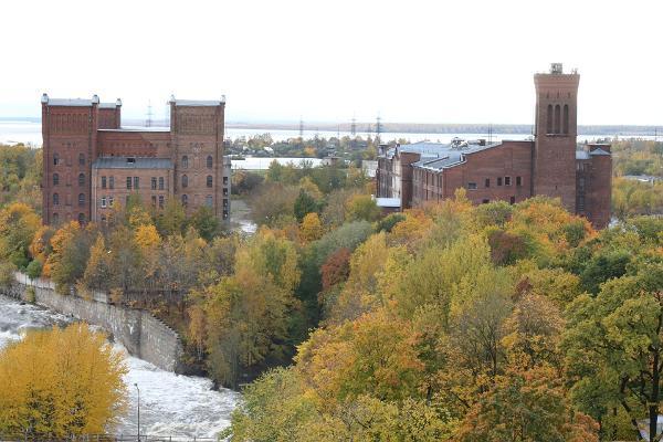 Kreenholmi manufaktuuri territoorium ja kosed suurvee ajal