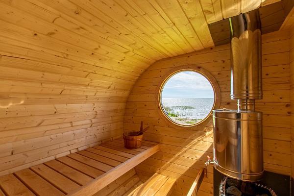 Villa Kuus Sõlme – holiday home with a sea view in Kuressaare