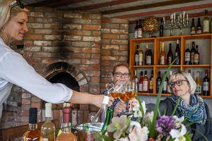 Virolaisen viinin kamari Hindrekun tilalla