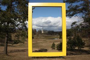 Otepääs National Geographic gula ram och Maarjakyrka