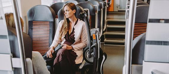 Nainen junassa