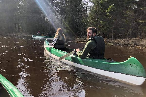 Kanuuga Eestimaa keskel Norra külas