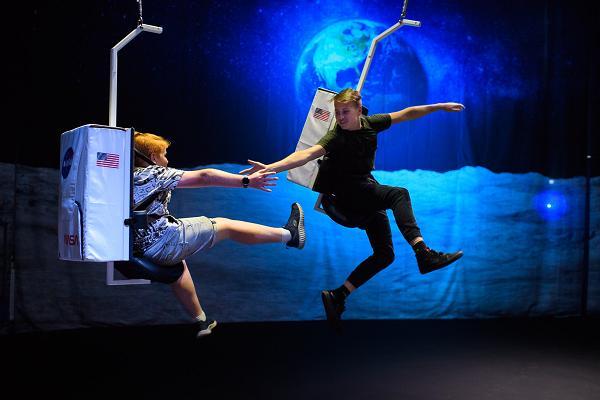 """Izstāde """"Ahhaa, gravitācija!"""""""
