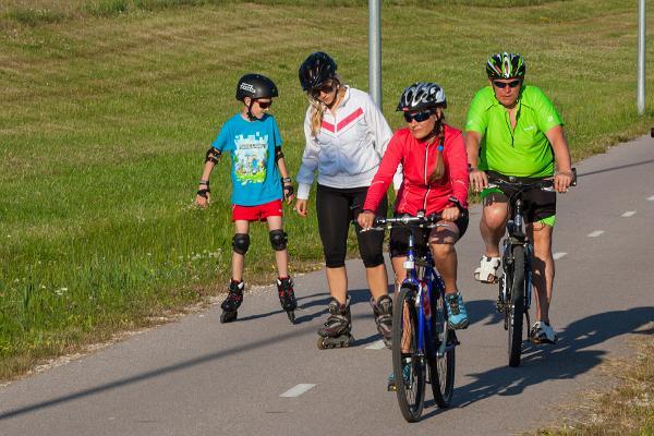 Cyclists, pedestrian road