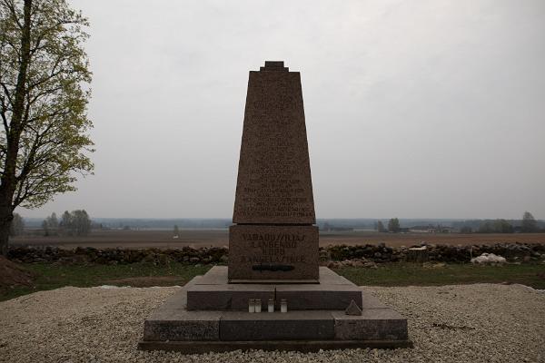 Vabadussõjas langenute mälestussammas Viljandimaal Kõpus