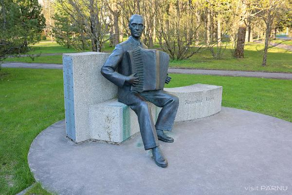 Raimond Valgre skulptuur