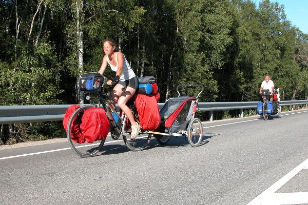 Pyöräilijät Raplan teillä
