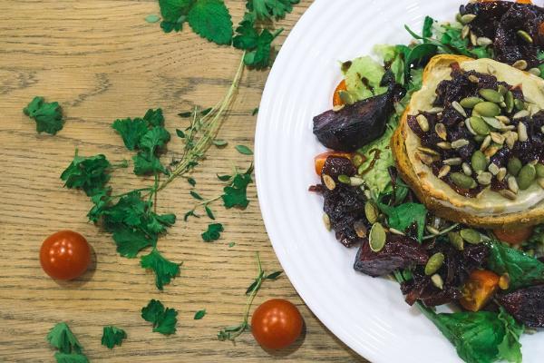 Café Sparkla: Ziegenkäse, Salat, geröstete Rote Beete