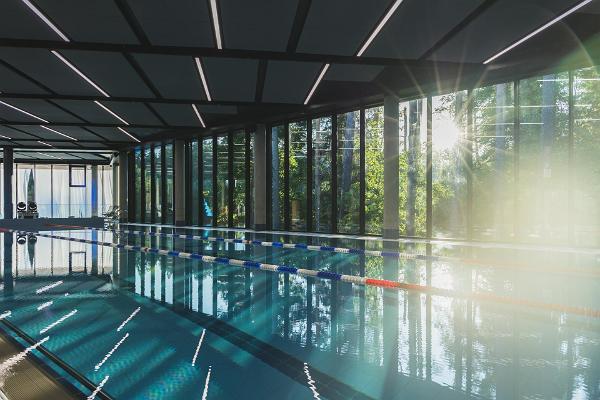 Wellnessbad Tõrva: Schwimmbecken