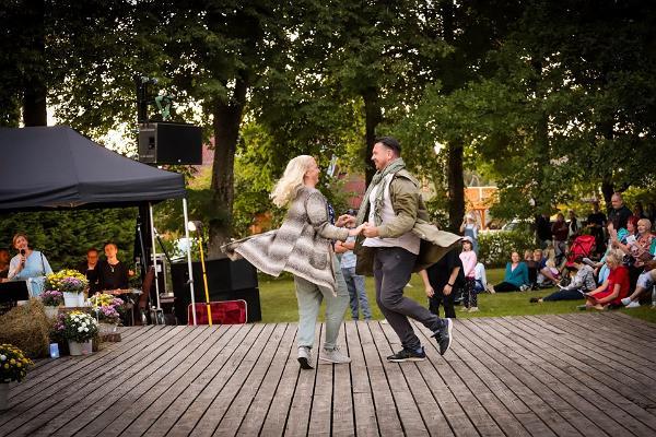 Tantsupaar Puka Öölaulupeol 2020