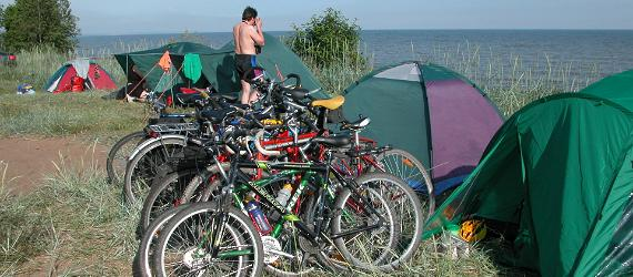 Rattamatkajad telgivad rannas