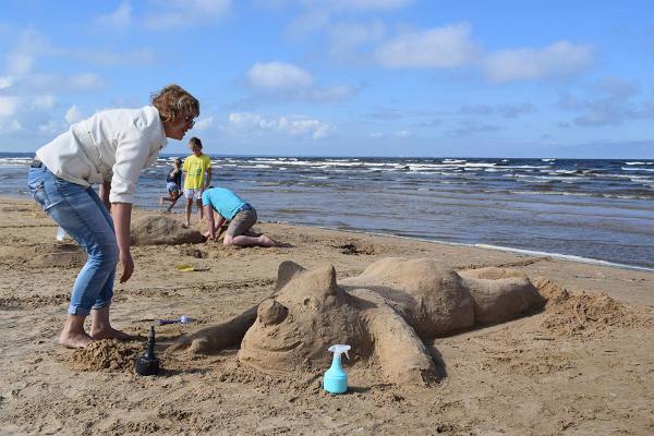 Liivakujude konkurss Narva- Jõesuu rannas