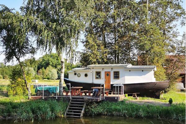 """Fishing Villagen ylellinen """"kakuam""""-kalalaivasauna"""