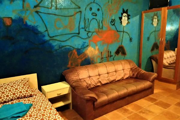 2 hengen huone 2 sohvalla Tamme Tallin lomatalossa