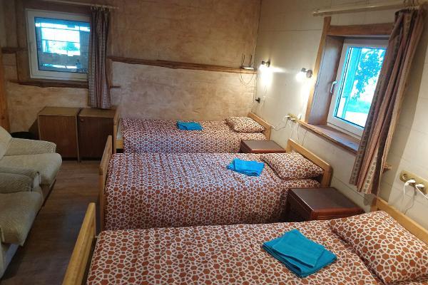6 hengen huone Tamme Tallin lomatalossa