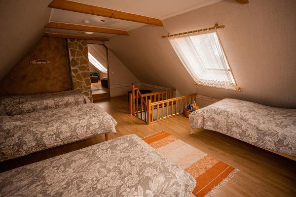 Hiiemäe puhkemaja magamistuba 4-voodikohaga