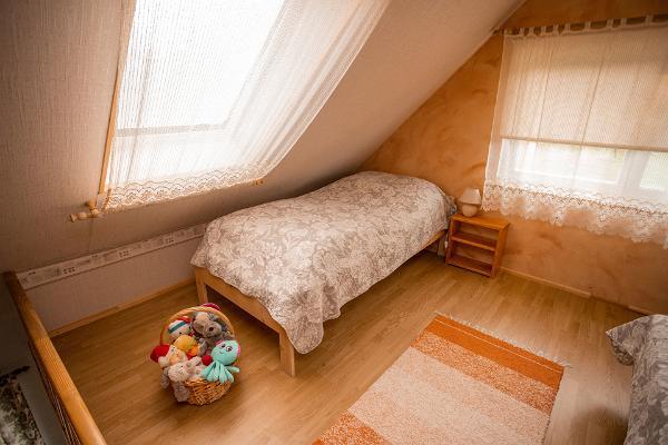 Hiiemäe puhkemaja II korruse magamistuba