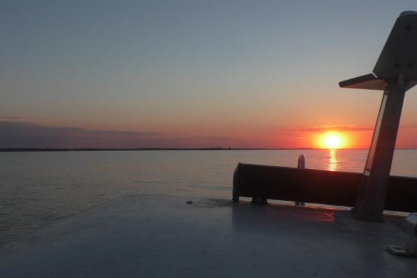 Tamme Tallin lomatalo - auringonlasku Võrtsjärvellä