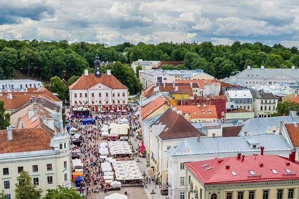 4 - Valga-Tallinn rattamatkatee: Tartu Raekoja plats