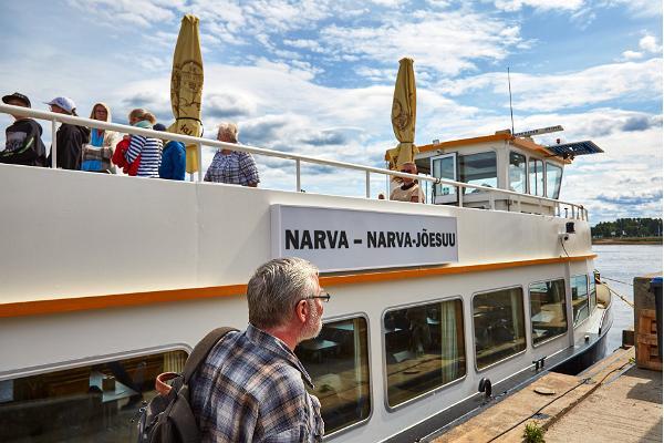 Narva Ekspress - säännöllinen yhteys Narvan joella
