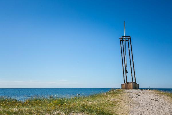 Mälestusmärk mere ääres