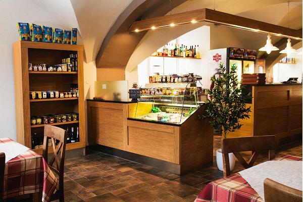 Italian restaurant La Dolce Vita