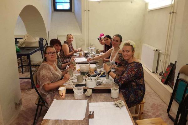 Die Keramikwerkstatt im Herrenhaus Alatskivi lädt ein zum Workshop.