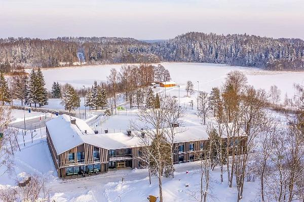 Käärikun urheilukeskuksen hostelli talvella