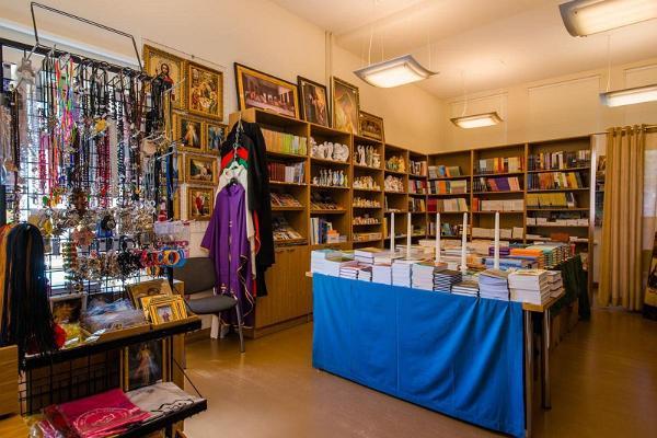 EELK Tartu Pauluse kiriku raamatupoest leiab kirjandusele lisaks kristlikku sümboolikat