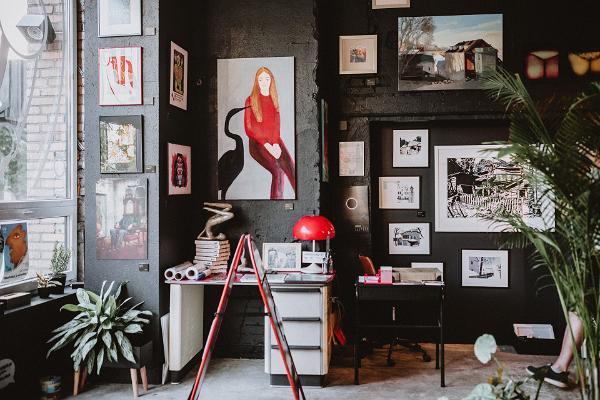 tARTu shop, paintings on the walls