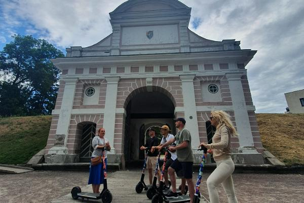 Discover Pärnu on electric scooters with a guide