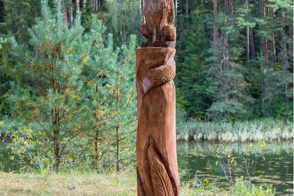 """Väike Väerada (Lilla Kraftled) och skulpturen listig räv från E. Särgavas berättelse """"Räven stjäl gubbens fisk"""""""