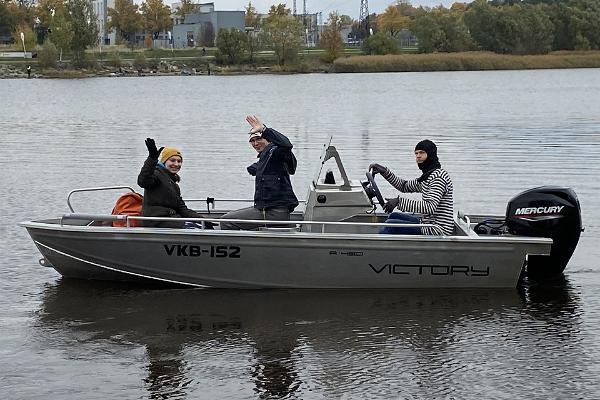 Pärnu Kalatakson venevuokraamo Pärnun joella