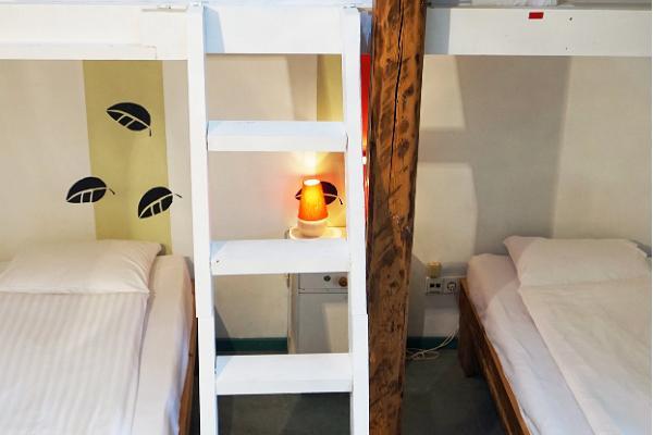 """Hosteļa """"Looming"""" koplietošanas istaba, divstāvu gultas"""