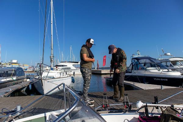 Zvejas ekspedīcija ar laivu