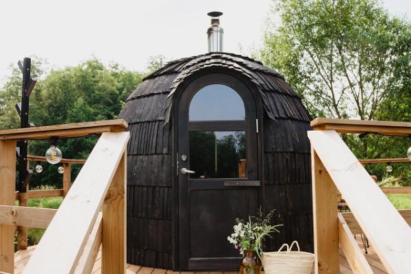 Riverbed Inn peilitalo ja sauna joen rannalla
