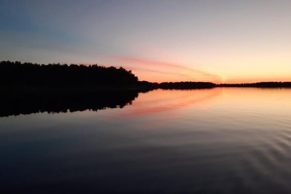 Nature Tours Estonia päikeseloojangu kanuuretked Emajõe-Suursoo vetel