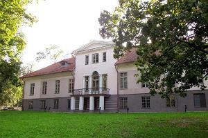 Väätsan kartanon sali ja luokkahuoneet