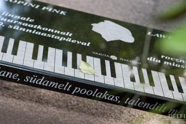 Solidarity Stone & Chopin Bench