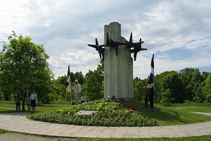 Памятник «Терновый венец»